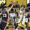 Towson guard Troy Franklin