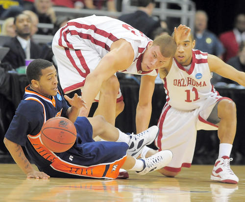 Morgan State's Jermaine Bolden (right) loses the ball as Oklahoma's Blake Griffin (center) and Omar Leary defend in the first half.