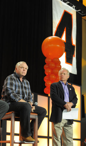 Orioles manager Buck Showalter and broadcaster Gary Thorne take part in FanFest.