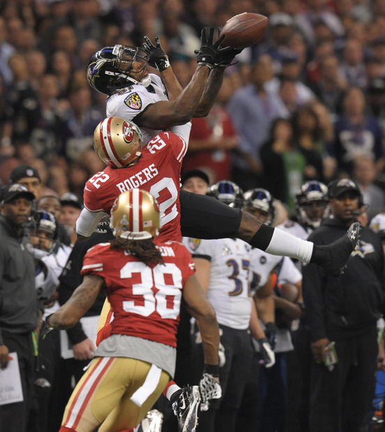 Anquan Boldin catches a pass in front of 49ers defensive backs Carlos Rogers and Dashon Goldson.