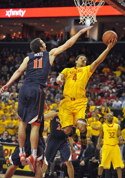 Virginia's Evan Nolte tries to block Seth Allen.