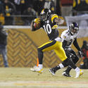 Santonio Holmes heads for end zone