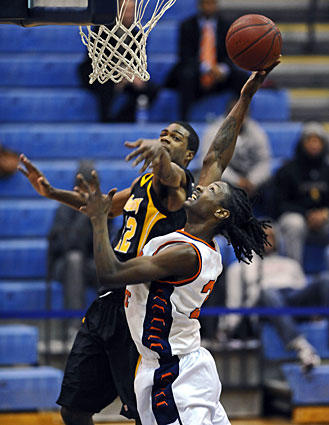 Morgan State's Dewayne Jackson, right, takes a shot on Towson's Jamel Smith. The Bears took their first lead on consecutive three-pointers from Jackson and Troy Smith.