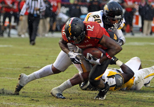Maryland wide receiver Kevin Dorsey lunges for a touchdown against Towson in the second half.