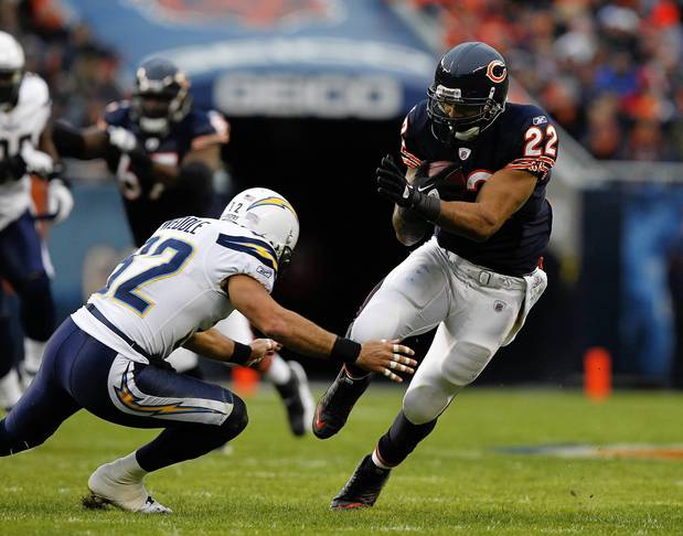 Matt Forte picks up a first down past San Diego's Eric Weddle during the first quarter.