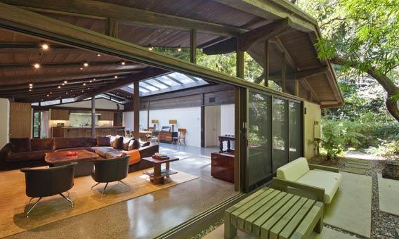 "Ed O'Neill of ""Modern Family"" has bought a Brentwood home, built in 1953, for $3.05 million."