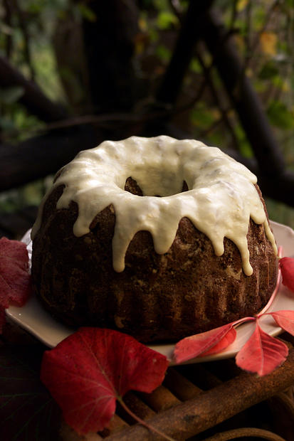 "A thick rum orange icing tops persimmon cake, a California-inspired dessert for the fall holiday table. You can also make caramel-coated Paradise Dumplings. <a href=""http://www.latimes.com/theguide/holiday-guide/food/la-fo-persimmons,0,6371336.story"" target=""_blank"">Click here for the recipe.</a><br> <br> <b>RELATED</b><br> <br> <a href=""http://www.latimes.com/features/food/thanksgiving/"">More holiday recipes from the L.A. Times Test Kitchen</a>"