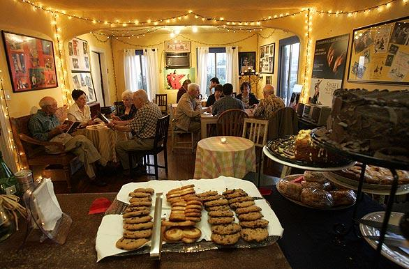 Upstairs at the Fountain, it's cookies and camaraderie as a cafe serves up refreshments and a bonding opportunity for theater-goers.