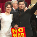2003 Oscars: Iraq War cuts the carpet short