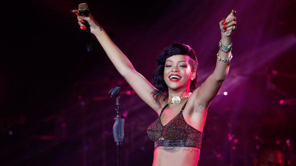 Rihanna apologized Wednesday to journalists and fans who had joined her on her 777 Tour -- a jaunt through seven countries for seven concerts in seven days.