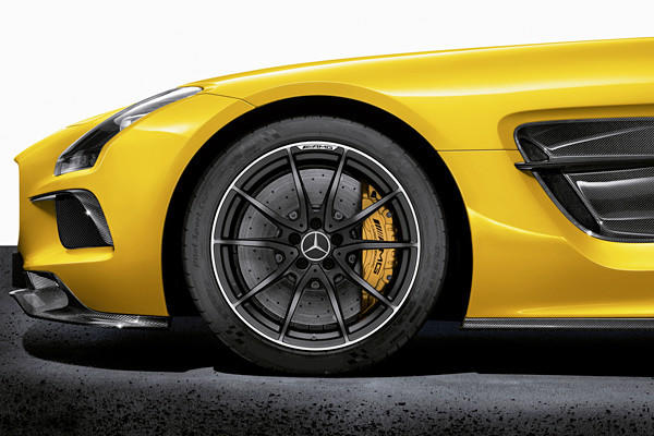 The SLS Black Series also gets a completely revamped suspension system with two selectable modes, the car's track has been widened, and the speed-sensitive steering has been revised. This SLS also benefits from standard carbon-ceramic brakes.