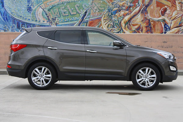 As our week with the 2013 Hyundai Santa Fe Sport continues, we've noticed a number of clever little touches that bring additional functionality to an already versatile interior.