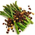 Fresh asparagus with hazelnuts and seasoned currants