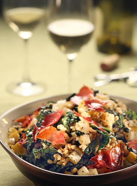 "A warm barley and kale salad. <a href=""http://www.latimes.com/theguide/holiday-guide/food/la-fo-pearsonrec19a-2008nov19,0,7788529.story"" target=""_blank"">Click here for the recipe.</a><br> <br> <b>RELATED</b><br> <br> <a href=""http://www.latimes.com/features/food/thanksgiving/"">More holiday recipes from the L.A. Times Test Kitchen</a>"