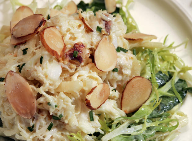 "<a href=""http://www.latimes.com/theguide/holiday-guide/food/la-fo-crabsalad,0,2374699.story"" target=""_blank"">Curry brings out the sweetness in Dungeness crab. Click here for the recipe.</a><br> <br> <b>RELATED</b><br> <br> <a href=""http://www.latimes.com/features/food/thanksgiving/"">More holiday recipes from the L.A. Times Test Kitchen</a>"