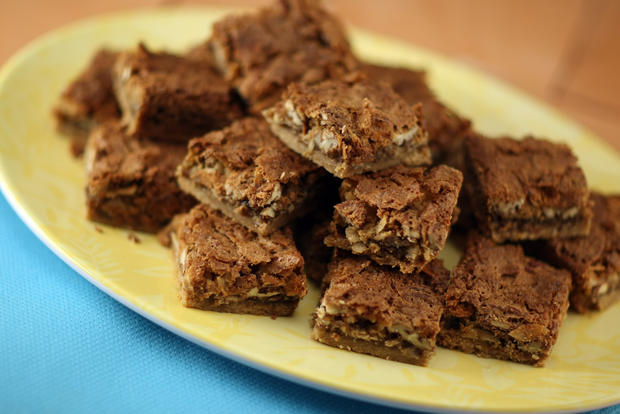 "<b>RICH:</b> Bread & Cie bakery in San Diego serves up these paradise bars, which combine pecans and coconut in a sweet topping that is baked over a shortbread-like crust. <a href=""http://www.latimes.com/features/food/la-fo-sos-20100909,0,6628125.story"" target=""_blank"">Click here for the recipe.</a>"