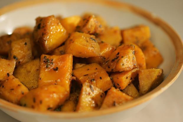 "<a href=""http://www.latimes.com/theguide/holiday-guide/food/la-fo-pepperysquash,0,5098548.story"" target=""_blank"">If roasting, give the cubes a turn in some good chile powder and moisten them with pumpkin seed oil first. Click here for the recipe.</a><br> <br> <b>RELATED</b><br> <br> <a href=""http://www.latimes.com/features/food/thanksgiving/"">More holiday recipes from the L.A. Times Test Kitchen</a>"