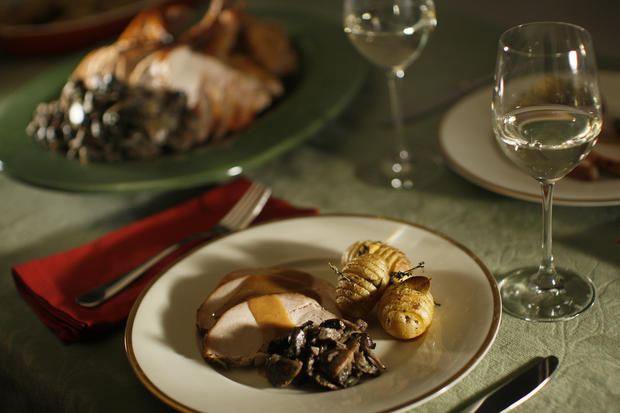 "<a href=""http://www.latimes.com/features/la-fo-willanrec24c-2008dec24,0,3168730.story"" target=""_blank"">Cooked a day ahead, turkey, wild mushroom and potatoes need only be reheated for an early meal. Click here for the recipe.</a><br> <br> <b>RELATED</b><br> <br> <a href=""http://www.latimes.com/features/food/thanksgiving/"">More holiday recipes from the L.A. Times Test Kitchen</a>"