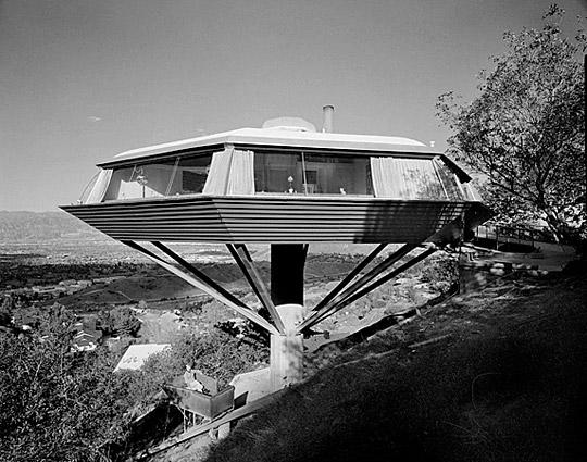 A 1961 Shulman photograph of John Lautner's Chemosphere house.<br> <br> © J. Paul Getty Trust. Used with permission. Julius Shulman Photography Archive, Research Library at the Getty Research Institute