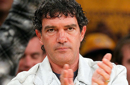 "Antonio Banderas contemplates a big <a href=""http://www.latimes.com/sports/la-sp-heisler-lakers-20100518,0,5310674.column"">Lakers win versus the Suns</a>   in Game 1 of their Western Conference Finals series."