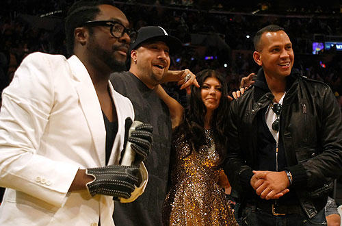 "The Black Eyed Peas' Will.I.Am, left, and Fergie and rapper B-Real, second from left, pose with the New York Yankees' Alex Rodriguez during the <a href=""http://www.latimes.com/sports/la-sp-lakers-thunder23-2009nov23,0,6204182.story"">Lakers-Thunder </a>  game at Staples.  <a href=""http://lakersblog.latimes.com/lakersblog/"">Follow the purple and gold at our Lakers blog.</a>"