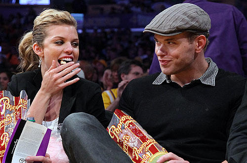 "90210 stars  Annalynne McCord and Kellan Lutz take a trip from Beverly Hills to Staples to watch the   <a href=""http://www.latimes.com/sports/la-sp-lakers-thunder-20100421,0,1172711.story"">Lakers-Thunder</a>  matchup."