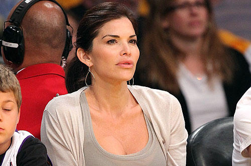 "News anchor Lauren Sanchez  takes in the   <a href=""http://www.latimes.com/sports/la-sp-lakers-fyi-20100420,0,6727015.story"">Lakers-Thunder</a> playoff matchup at Staples Center."