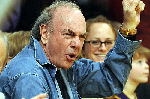 "Singer Neil Diamond cheers on his team courtside at the   <a href=""http://www.latimes.com/sports/la-sp-lakers-fyi-20100420,0,6727015.story"">Lakers-Thunder</a> playoff matchup at Staples."