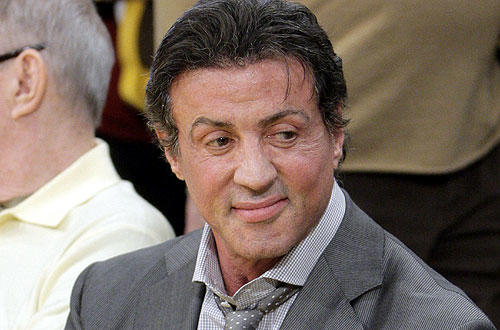 "Looking holiday spiffy, Sylvester Stallone takes in  the  <a href=""http://www.latimes.com/sports/la-sp-lakers-cavaliers26-2009dec26,0,812994.story "">Lakers-Cavaliers </a>  action."