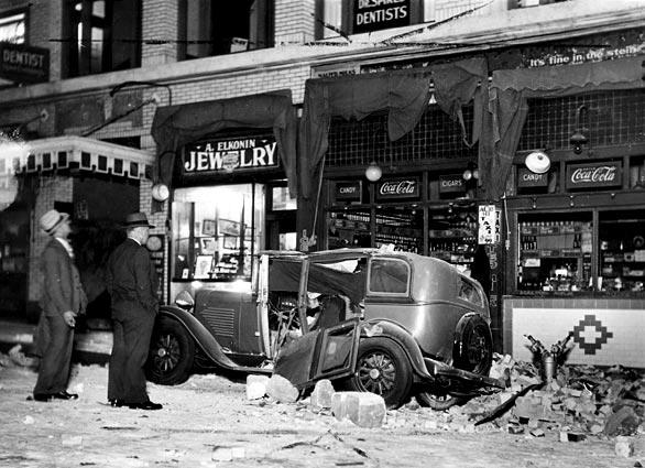 On March 10, 1933, at 5:54 p.m., an estimated magnitude-6.3 earthquake hit Southern California. The Long Beach earthquake killed 115 people and damaged buildings throughout the region. In San Pedro, a car was hit by bricks in front of the Anderson Building, at 6th and Beacon streets.