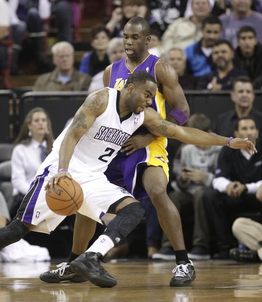 Lakers guard Jodie Meeks defends the Sacramento Kings' Marcus Thornton in the first quarter of Wednesday's game.