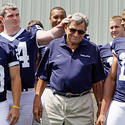 Joe Paterno and players in 2008