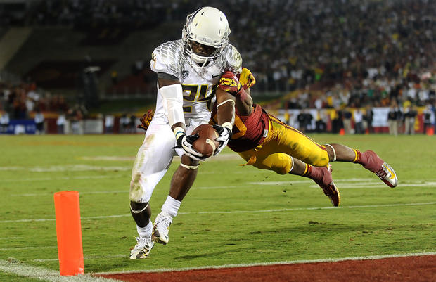 Oregon running back Kenjon Barner gets to the corner of the end zone before USC safety Jawanza Starling can stop him in the fourth quarter Saturday.