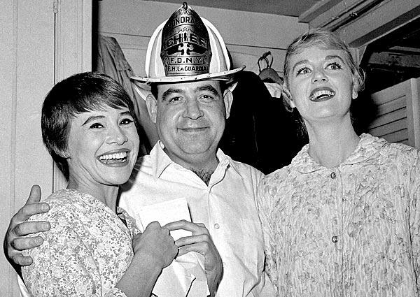 "Tom Bosley poses with cast members Pat Stanley, left, and Ellen Hanley after the opening performance of the Broadway musical ""Fiorello!"" in 1959.  He won a Tony Award the next year for best featured actor for his breakthrough role as New York's legendary Mayor Fiorello LaGuardia. <br>