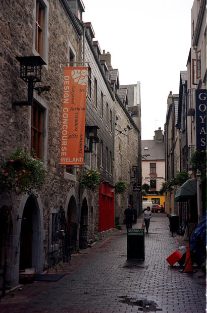 If you're making plans to visit Ireland, consider starting in Galway City, a compelling curiosity shop of a metropolis that hugs the immense bay celebrated in song. The city of more than 65,000 on the nation's western flank hums with the vibrancy of the affluent new Ireland and cranks out more festivals than an accordion has folds.<br>