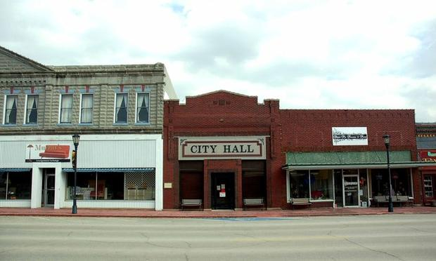 "<b>Marceline City Hall:</b> On Marceline's downtown commercial strip, the city offices stand shoulder to shoulder with struggling retailers.<br> <br> <img src=""http://www.latimes.com/media/photo/2010-10/149762280-13170948.jpg"" />