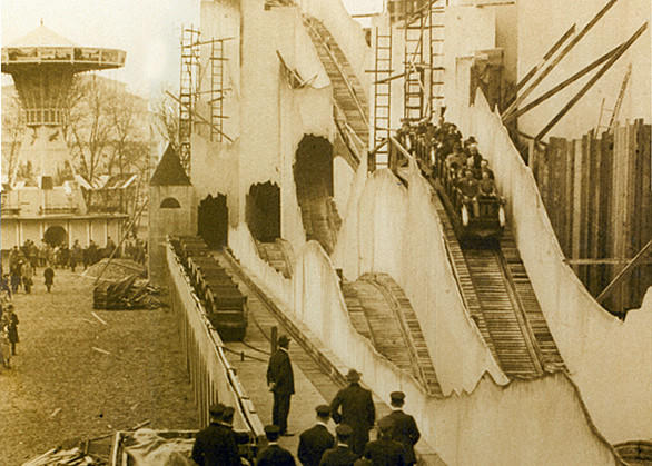 Liseberg opened in 1923 with the always-colorful and ever-changing Bergbanan funicular.