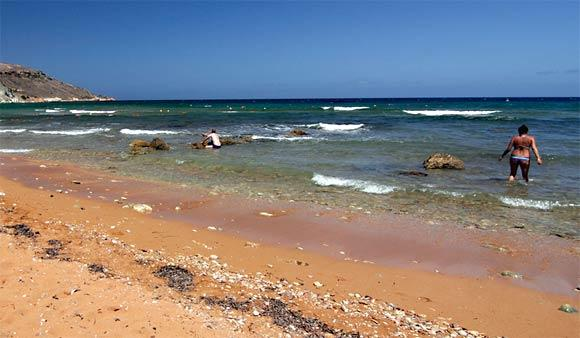 "Malta's <a href=""http://www.visitmalta.com/ramlabeach-bay?l=1"">tourism website</a> describes the waters of Ramla Bay as clean and safe."