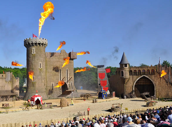 The Secret of the Lance at Puy du Fou features an attacking band of knights set against the backdrop of a Middle Ages castle.