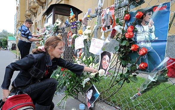 Russians lay flowers in memory of pop music star Michael Jackson at the U.S. embassy in Moscow.