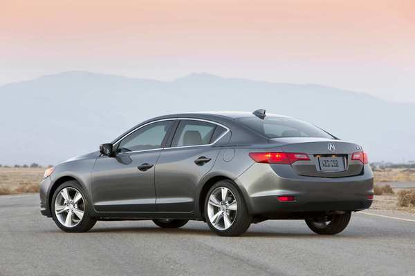 Mechanically, the ILX is very similar to the Honda Civic, as buyers can choose one of three different four-cylinder engines.