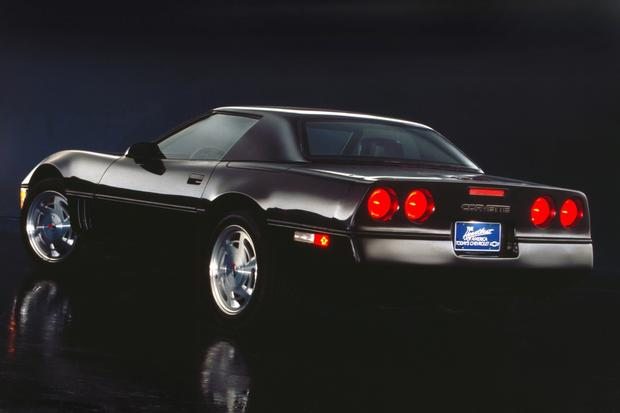 The 1990 Corvette, of the fourth generation, featured dual round taillamps.