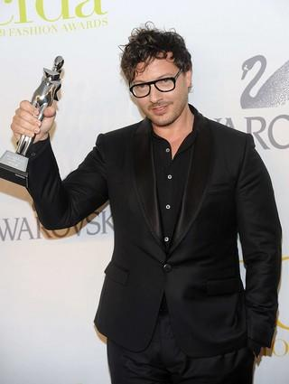 Tim Hamilton shows off his Swarovski Award for menswear at the 2009 CFDA awards in New York.