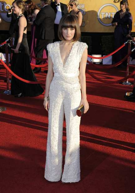 "Rose Byrne channels Michelle Pfeiffer in ""Scarface"" in a cream lace Elie Saab jumpsuit and a short bob haircut."