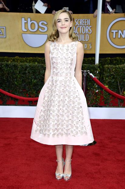"Kiernan Shipka (""Mad Men"") is in blush Oscar de la Renta."