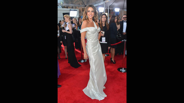 This white gold lame, asymmetrically draped Donna Karan gown made Sofia Vergara look off-center.