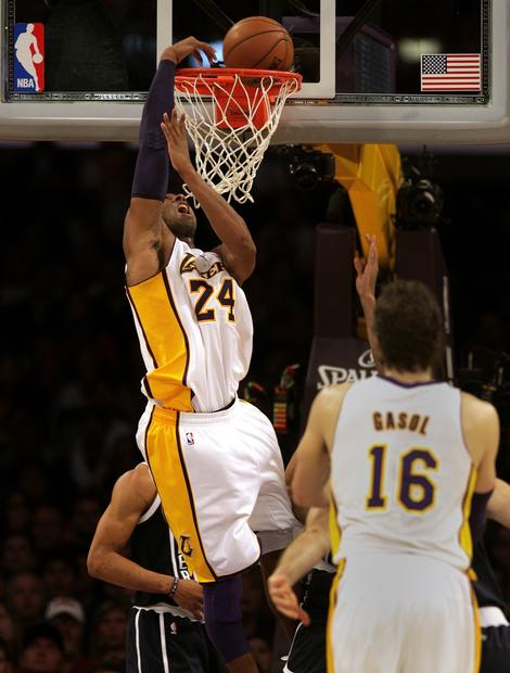 Lakers guard Kobe Bryant throws down a dunk against the Thunder in the second half Sunday afternoon.