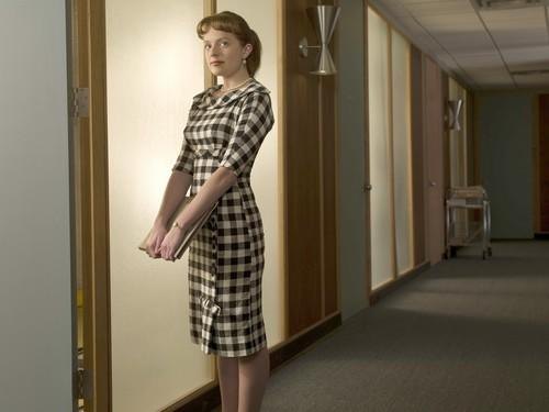 "<i>By Stephanie Lysaght, Los Angeles Times Staff Writer</i><br> <br> ""Mad Men"" costume designer Katherine Jane Bryant must have some beef with actress Elizabeth Moss (who plays secretary-turned-copywriter Peggy Olson on the show). Throughout the first season, Bryant outfitted newcomer Moss in dowdy plaid figure-obliterating skirts and sweater sets. Well, as Peggy gingerly climbs the corporate ladder, it looks as if Bryant and Moss are poised to patch things up in season two, as illustrated by this photo of Moss in the upcoming season, wearing a fetching gingham number and pearls.<br> <br> Now about those bangs ..."