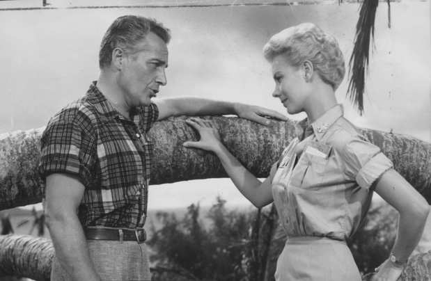 """South Pacific's"" Rossano Brazzi serenades Mitzi Gaynor on Kauai."
