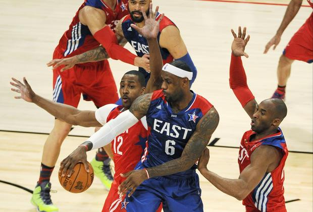 East forward LeBron James of the Heat makes a no-look pass against West center Dwight Howard and guard Kobe Bryant, both of the Lakers, in the first half Sunday.